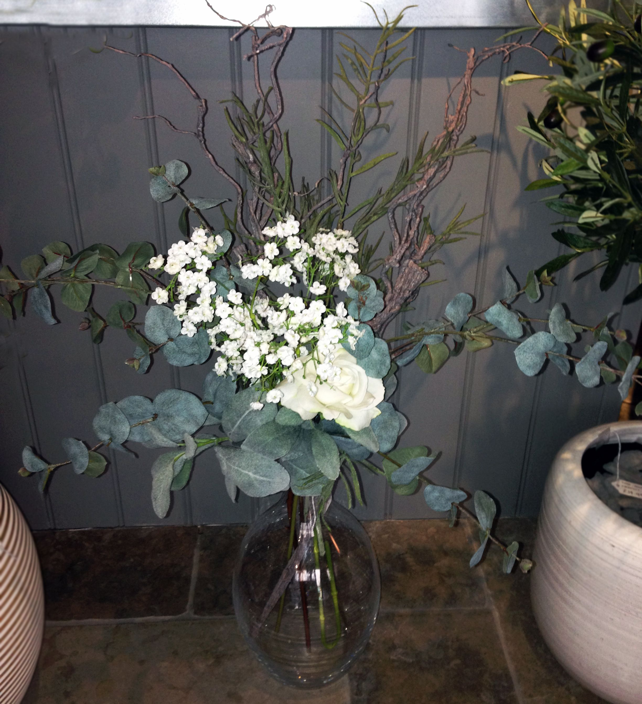 Eucalyptus Baby S Breath Willow Leaves And Twisted Hazel Willow Leaf Babys Breath Florist