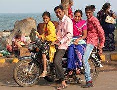 Indien, Indischer Familie, glücklich, Motorrad