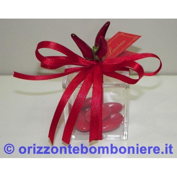 Bomboniera Laurea Scatolina in plexiglass 5 cm confezionata con 5 confetti 91fb07e95f4e