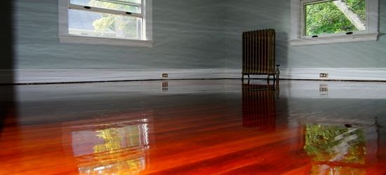 Refinished Pine Wood Floor With High Gloss Oil Base Polyurethane
