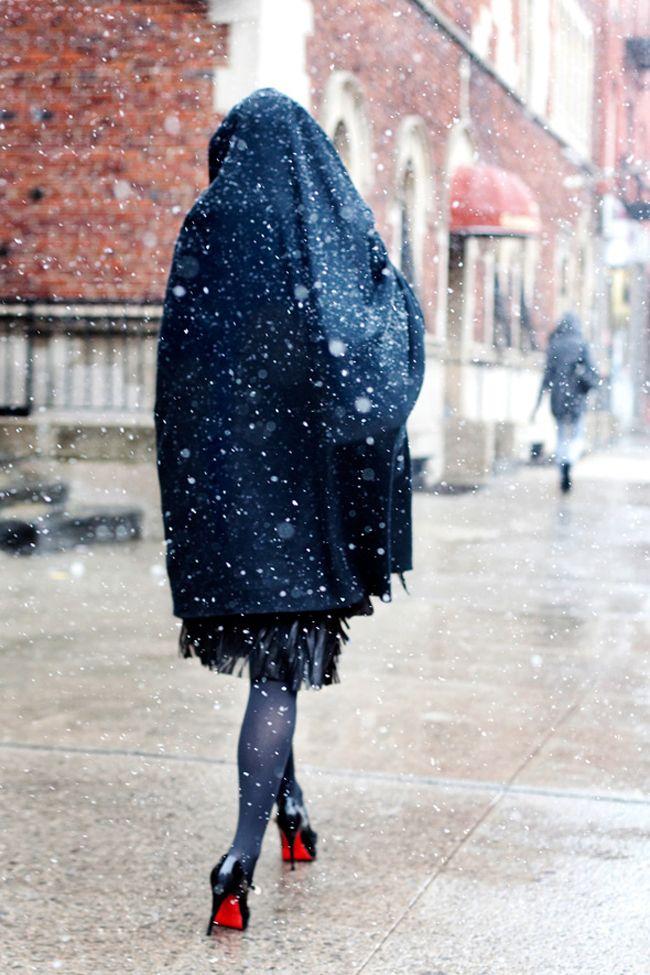 Nainen ja korkokengät - niitä ei erota edes lumentulo!