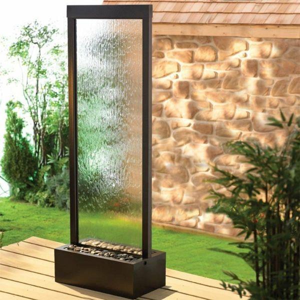une fontaine de jardin design quelques id es en photos fascinantes jardin. Black Bedroom Furniture Sets. Home Design Ideas