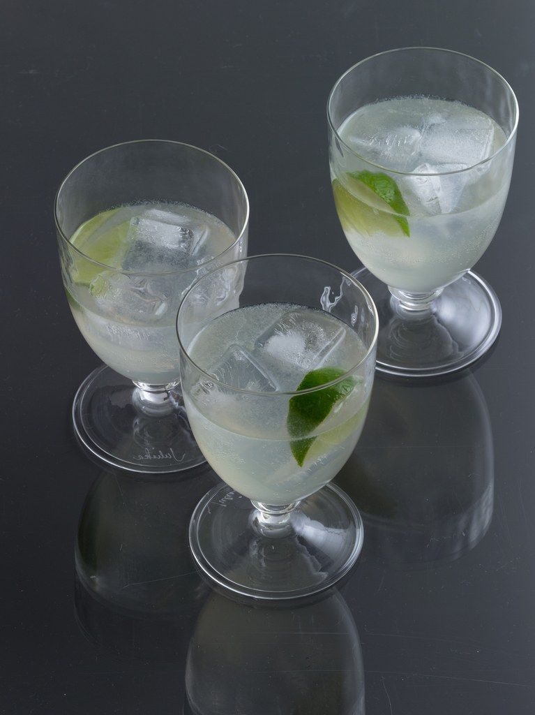 Low-Calorie Cocktail: Vodka and Diet Lime-Flavored Soda Like Sprite Zero or Diet Sierra Mist