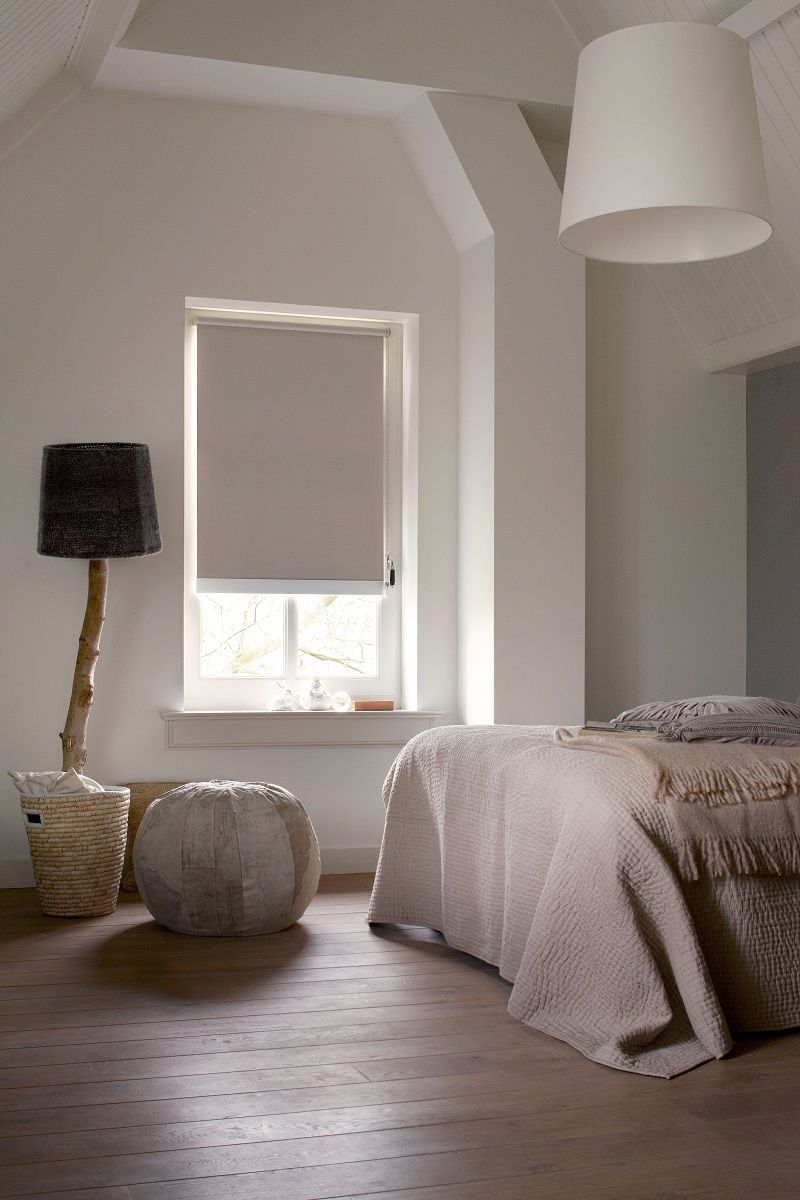 puurwonen #slaapkamer #rolgordijnen #beige #raamdecoratie #bece ...