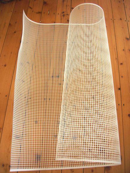 diy mon tapis toutenpompons pi diy bb pinterest tapis pompon pompons et grille. Black Bedroom Furniture Sets. Home Design Ideas