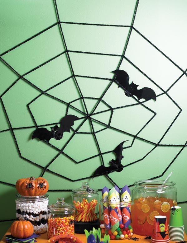 halloween dekoration selbst basteln spinnennetz mit flederm usen halloween pinterest. Black Bedroom Furniture Sets. Home Design Ideas