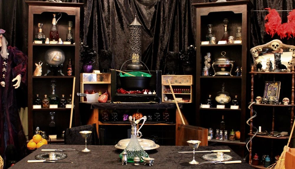 33 Best Scary Halloween Decorations Ideas Voodoo Magic Party
