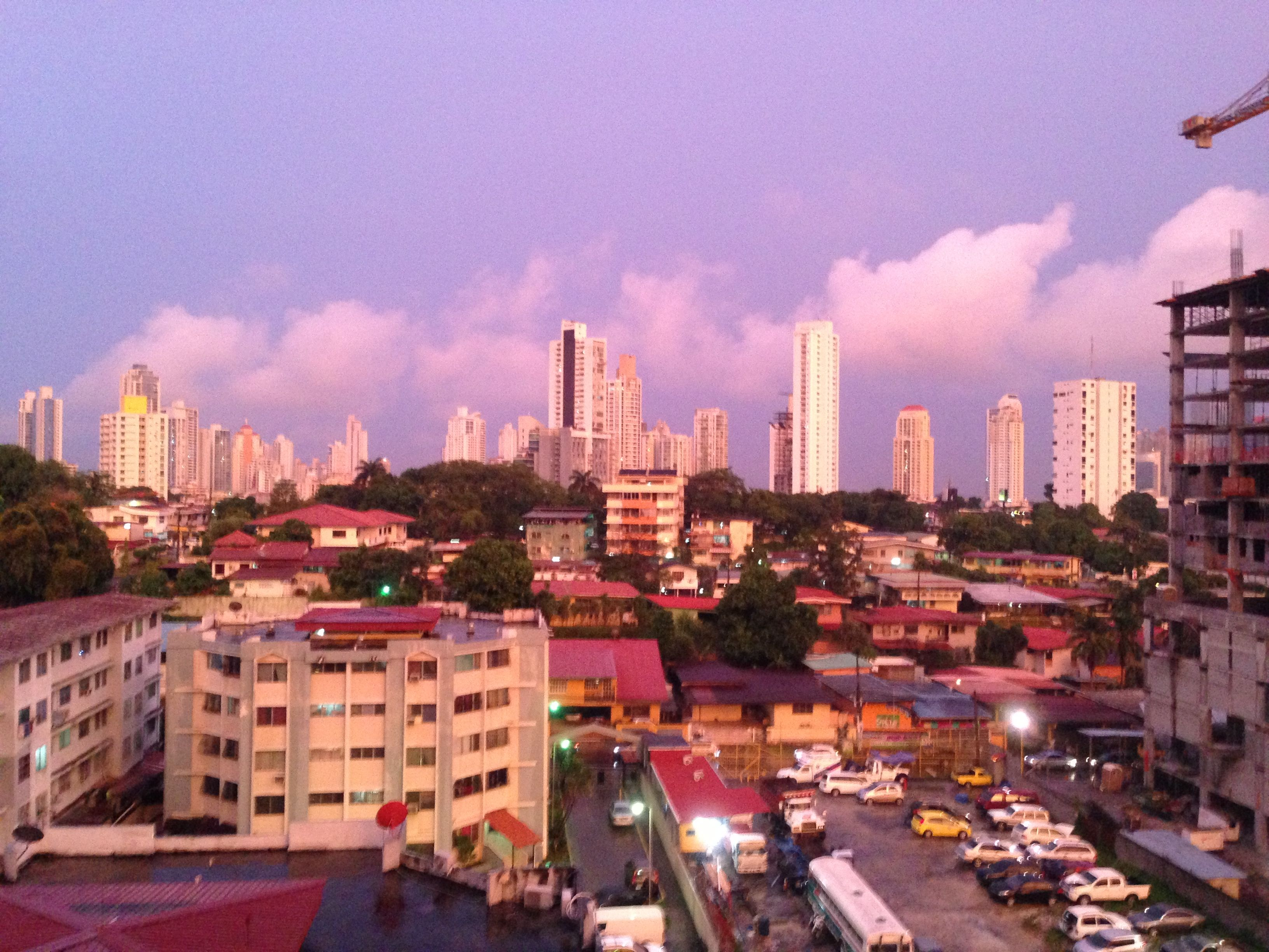 Vista desde el balcón de mi sale esta tarde, un cielo naranja-blue :)