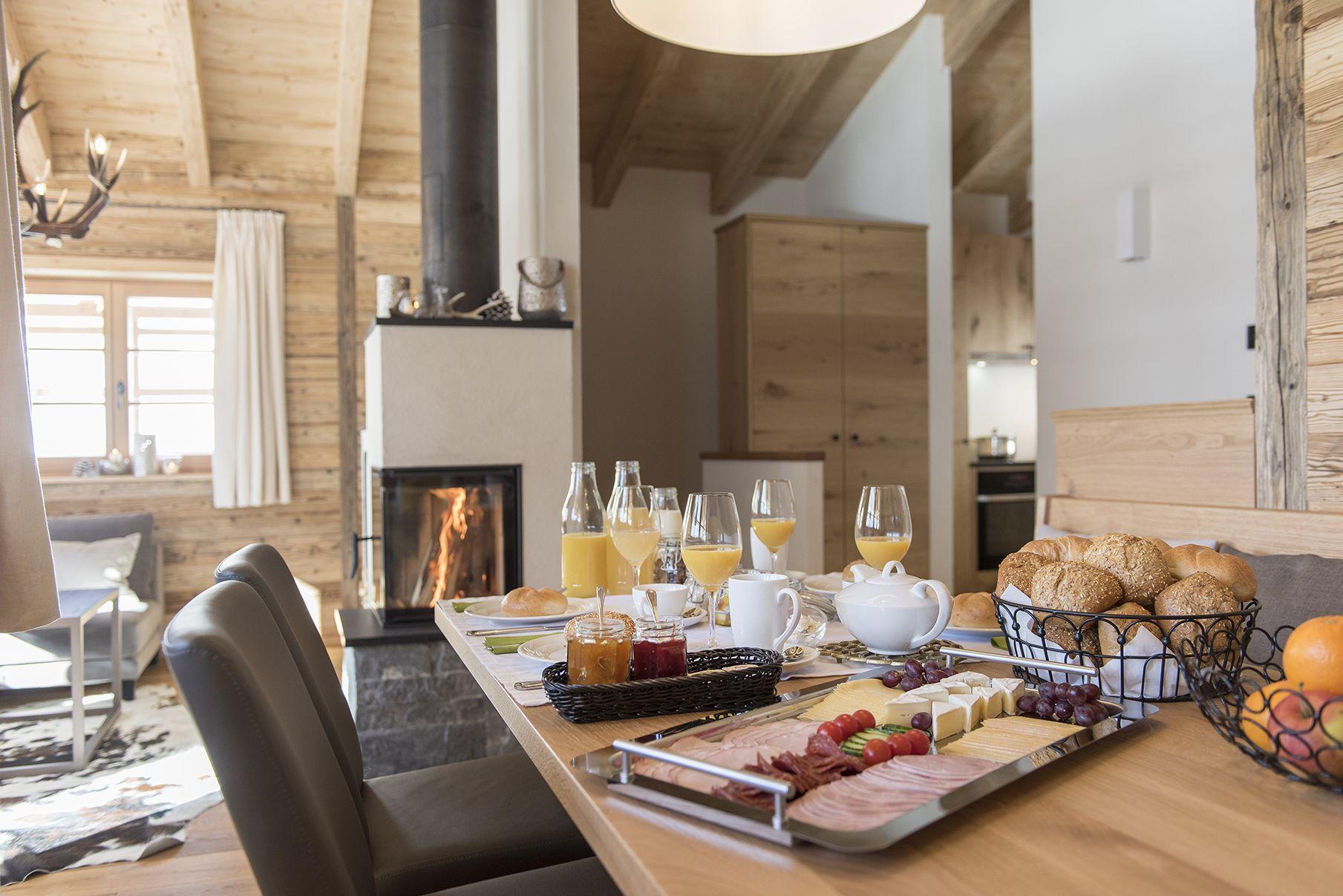 Frühstück im Chalet Aadla Walser Chalets am Arlberg
