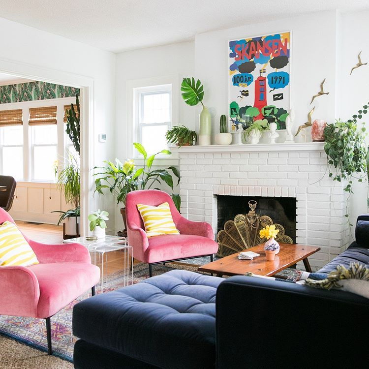 Even When She S Messy And Occupado This Lively Living Room Is Lookin Lavish And Lovely Every Element Is Usable Home Decor Eclectic Decor House Interior
