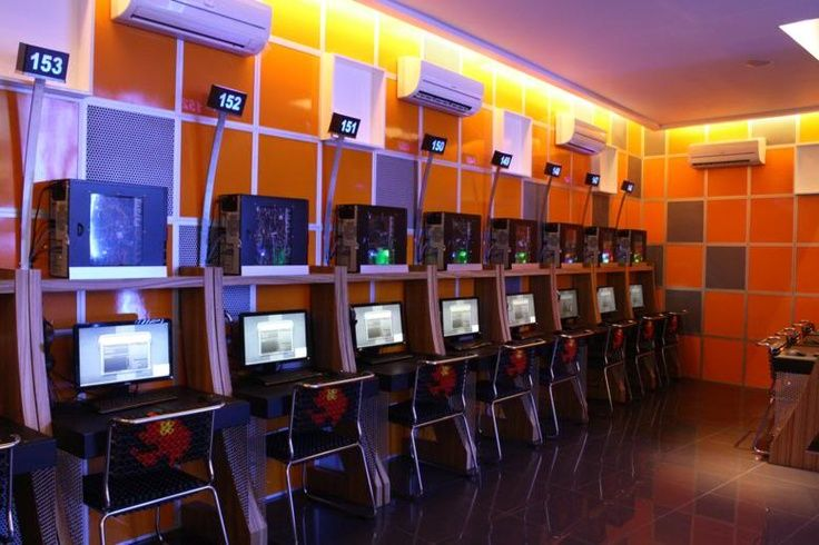 Cyber cafe socialmedia for Internet cafe interior designs