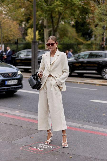 Photo of Cómo llevar los pantalones anchos: claves de estilo para lucir esta tendencia atemporal siempre presente en el street-style