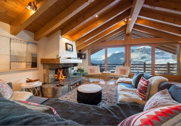 Wohnzimmer Möbel Im Chalet Stil Holz Kamin Satteldach Deko
