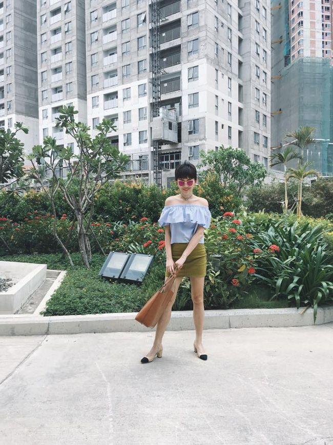Angela Phương Trinh diện như gái công sở, Hương Tràm mát mẻ xuống phố - Ảnh 2.