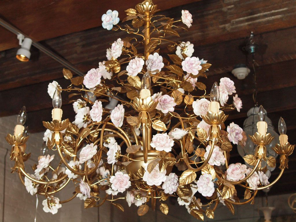 Capodimonte gilt bronze chandelier with porcelain flowers - Capodimonte Gilt Bronze Chandelier With Porcelain Flowers