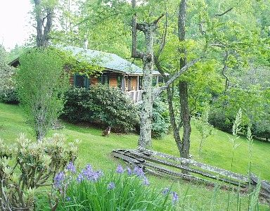 VRBO.com #240634ha - Pear Tree Cottage:Real Log Cabin Affordable Comfy Convenient Dog Friendly Wifi