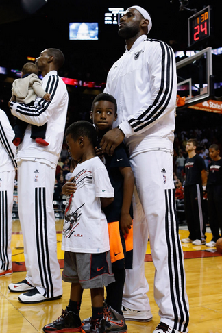 Lebron James and Family  80246451a