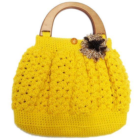 Shell Pattern Crochet Bag With Wooden Handle By Emmagandminirunway 40 00 Crochet Handbags Crochet Bag Crochet Bags Purses