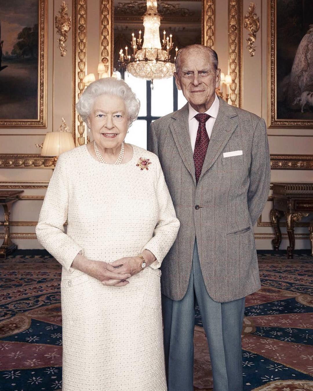 Faltam Apenas 2 Dias Para O Aniversario De 70 Anos De Casamento Entre A Rainha Elizabeth E Principe Philip Royal Family Portrait Queen Elizabeth Prince Philip