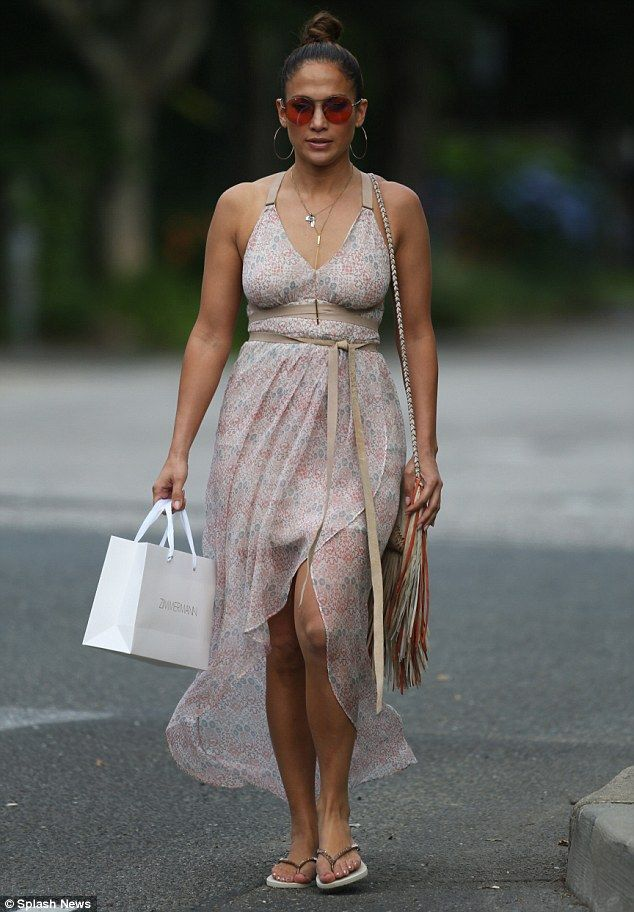 Y Per Jennifer Lopez Wore Showed Off Her Curvy Figure In A Chic Summer Dress As Sh