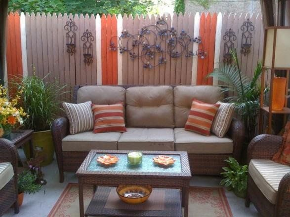 Small back porch decorating small inner city patio for Garden decking ideas pinterest