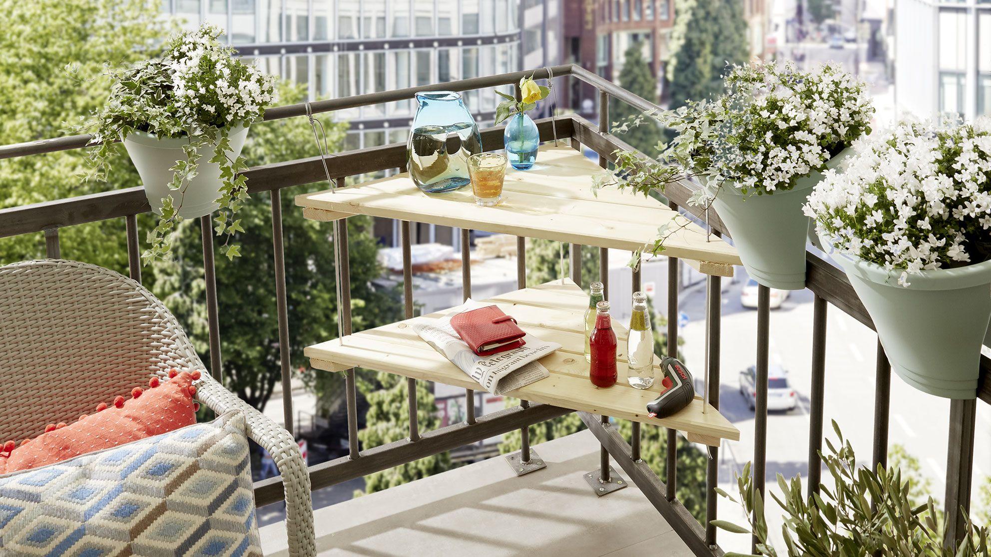 Laer Hvordan Du Hurtigt Og Nemt Kan Bygge Dit Helt Eget Altanbord Folg Vores Guide Og Byg Dit Eget Alta Small Balcony Design Balcony Decor Small Balcony Decor