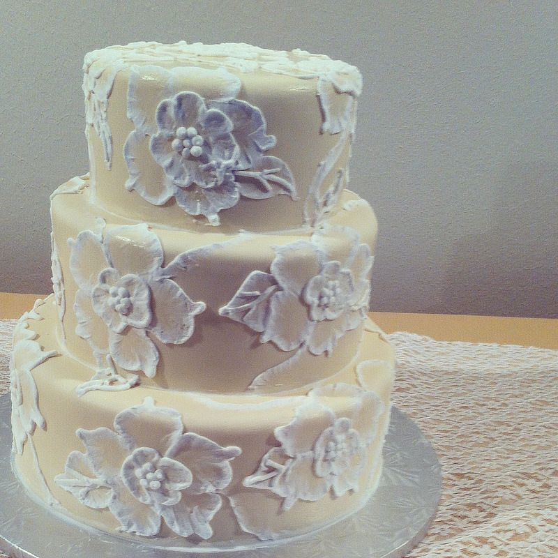 Wedding Cakes Inspired By China Patterns: Brush Embroidery Wedding Cake By Sugarandfrosting.com