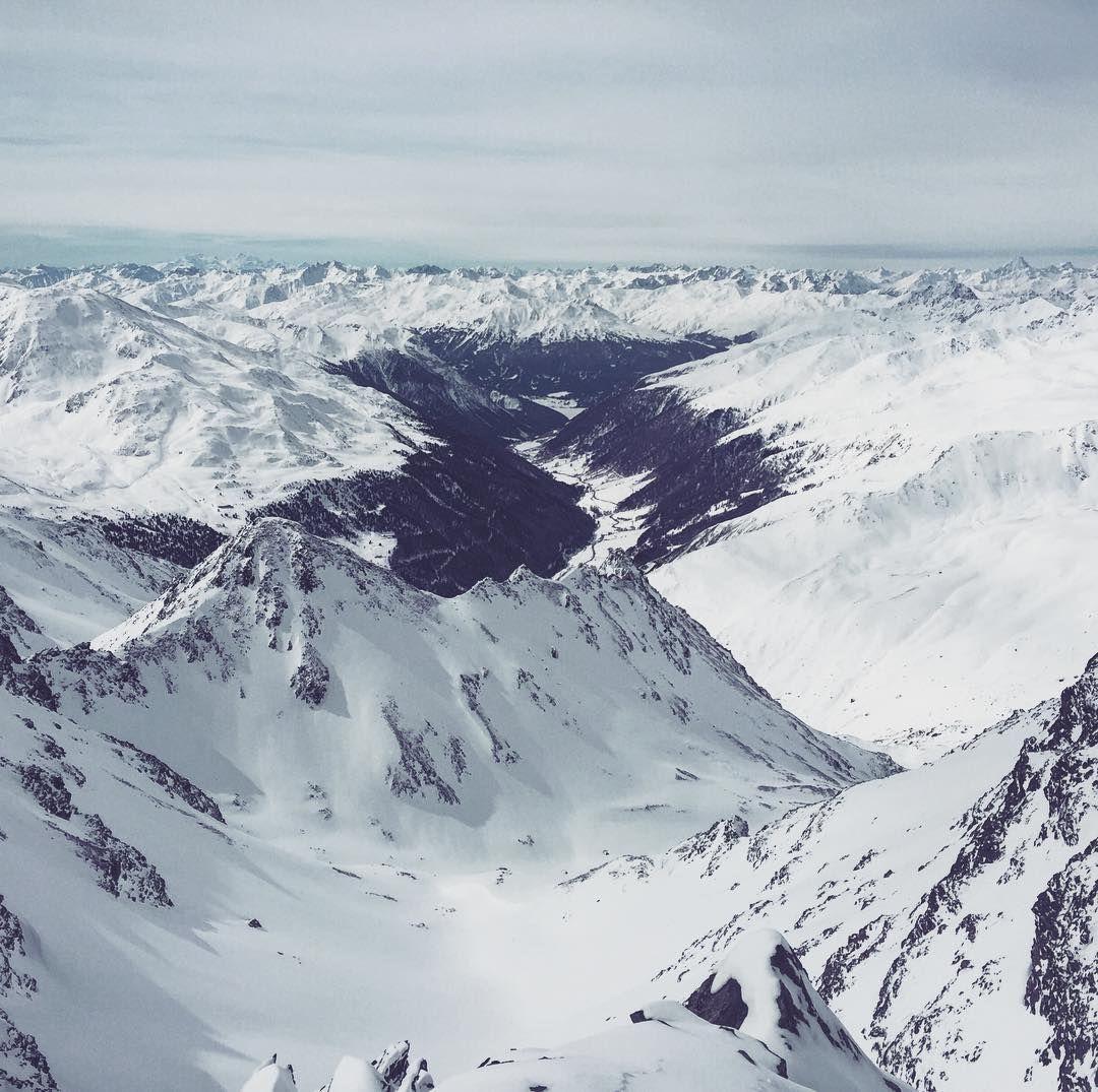 So ein Panorama wie gestern bleibt uns heute leider verwehrt... Jetzt wird geduldig im Bjørn gearbeitet bis sich der Nebel lichtet und den Neuschnee freigibt.