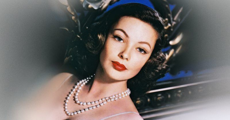Gene Tierney S Unfortunate Life Was The Inspiration For An Agatha Christie Novel In 2020 Hollywood Glamour Makeup Gene Tierney Photography Poses For Men