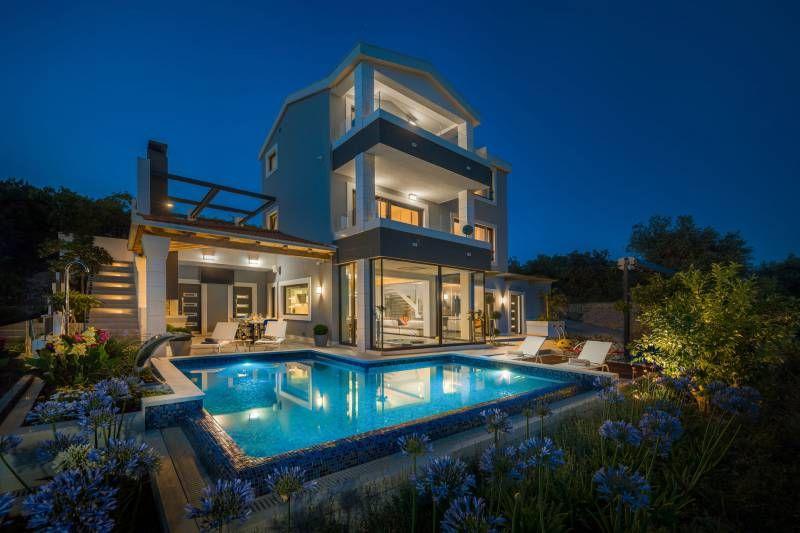 Beachfront Villa Azzurro With Heated Pool In Trogir Riviera In Croatia In 2020 Modern Mobile Homes Solar House Plans Villa