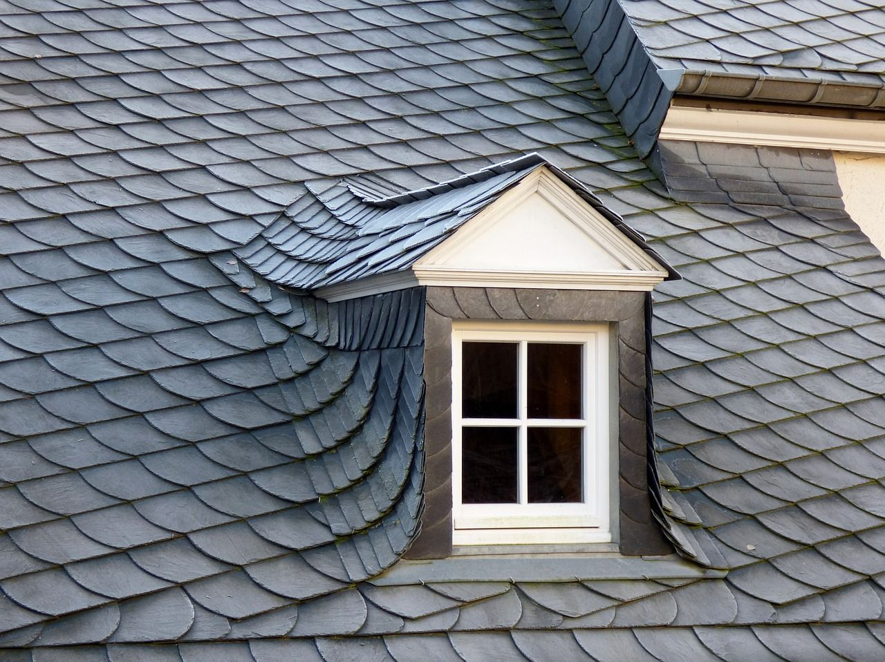 Slate Roof Replacement Makes Your Home Look Better Than Before Slate Roof Rooftop Decor Fibreglass Roof
