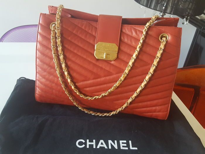 c43b5d79a9fb Online veilinghuis Catawiki  Chanel - Gabrielle Jumbo shoulder bag ...