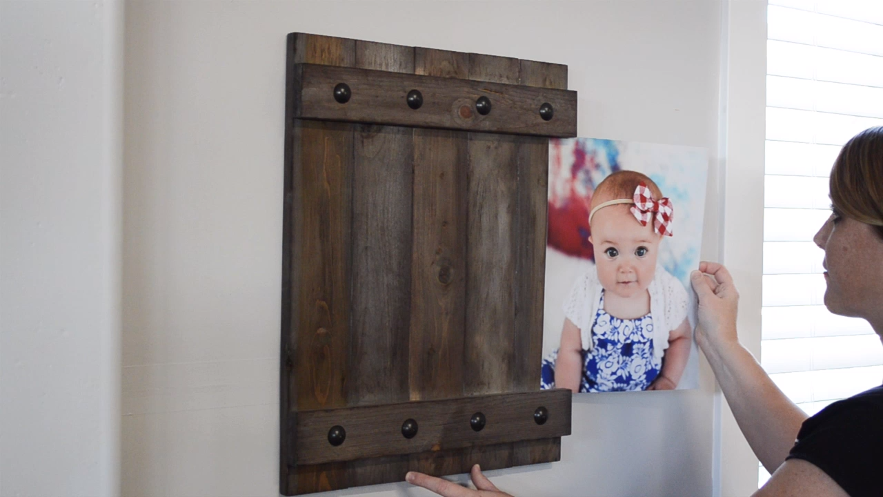 Build an easy farmhouse style frame that allows you to easily slide your 11x14 photos in and out. Free plans for a 11x14 picture frame.