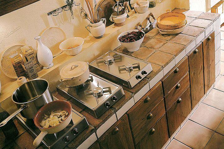 Cucine in legno massello cucine componibili in muratura in for Cucine legno massello