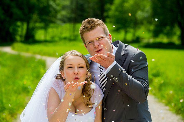 Hochzeitsbilder Mit Konfetti Claudia Pelny Fotografie Hochzeitsfotografie Raum Bamberg Nurnberg Ansbach Hochzeit Bilder Hochzeitsfotografie Hochzeitsfotos