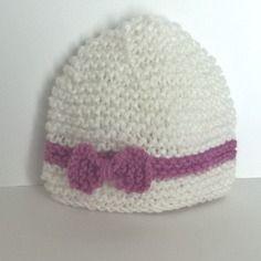 Bonnet en laine naissance fille blanc violet layette avec noeud - tricoté  main pour bébé 3fcd971fa28