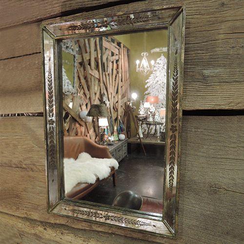 miroir rectangulaire v nitien en pin vieilli et grav. Black Bedroom Furniture Sets. Home Design Ideas