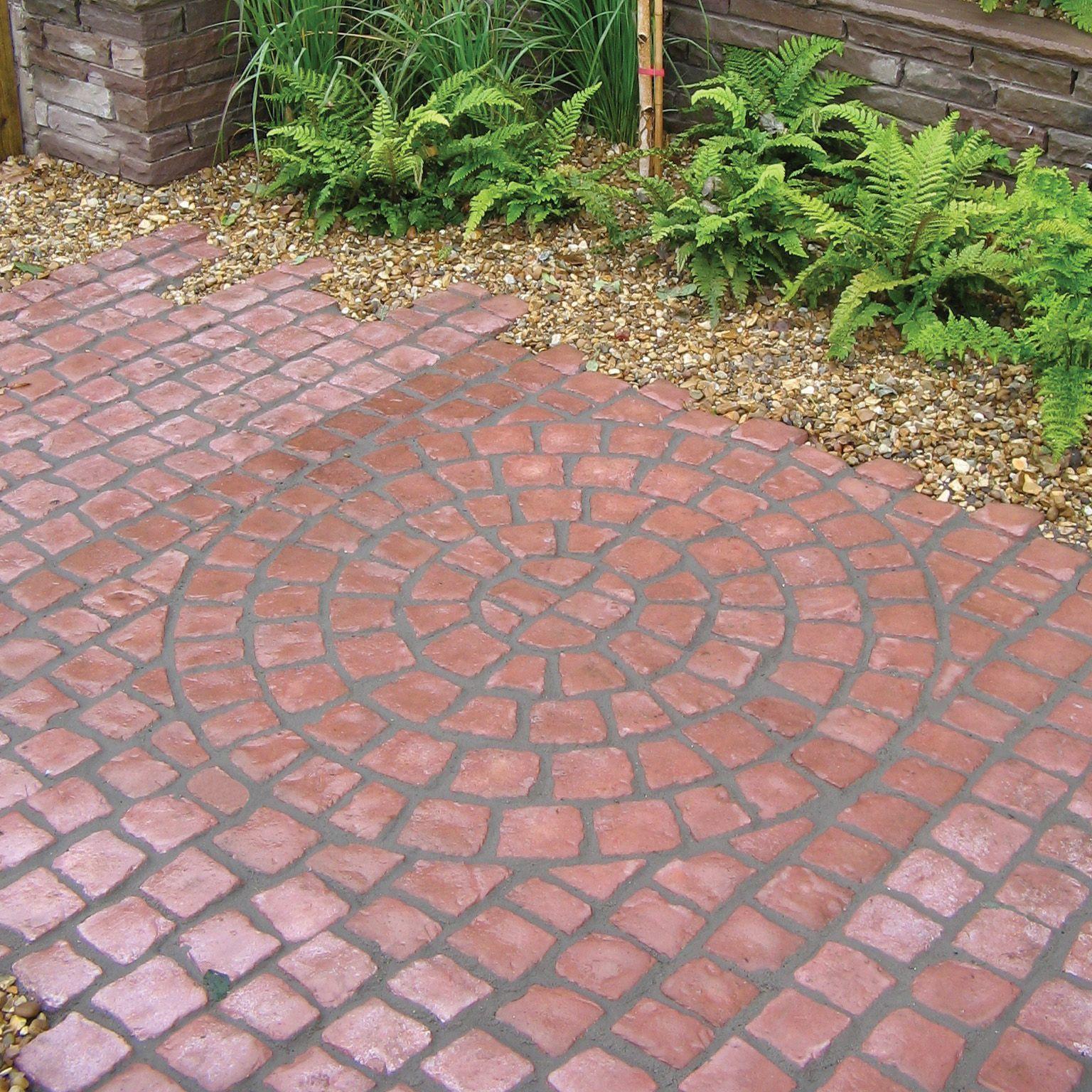 Rustic Red Carpet Stones Cobble Mat Full Circle In Square L 1200mm W 600mm Departments Diy At B Amp Patio Garden Design Small Patio Design Garden Paving