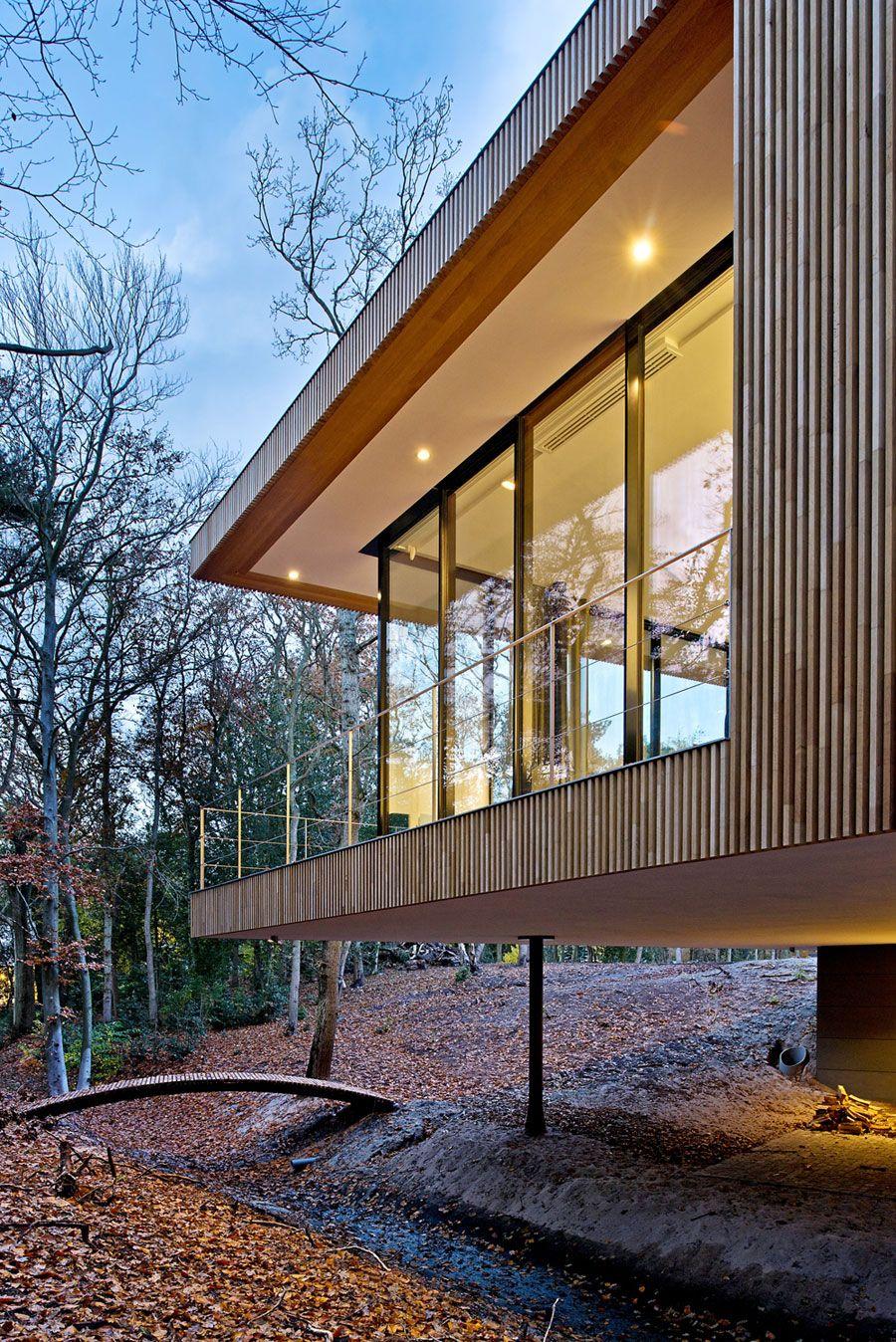 Modernes Haus ist eine gebogene Konstruktion, um ein