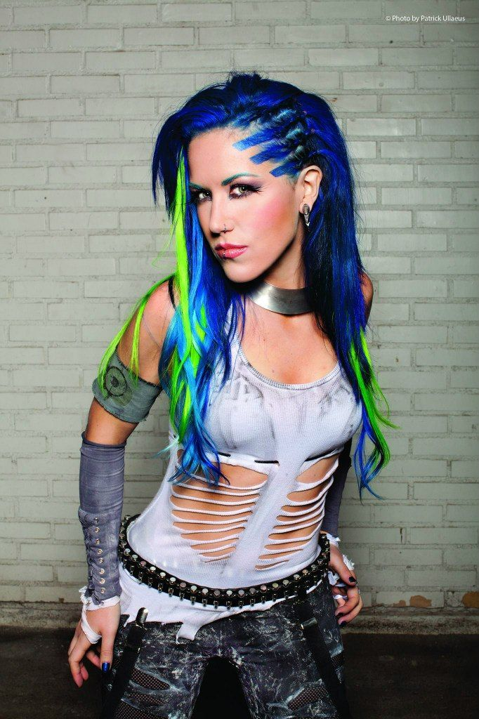 Alissa Definitely Does Arch Enemy Justice After Replacing The Amazing Previous Lead Vocalist Angela Alissa White Heavy Metal Music Heavy Metal Girl