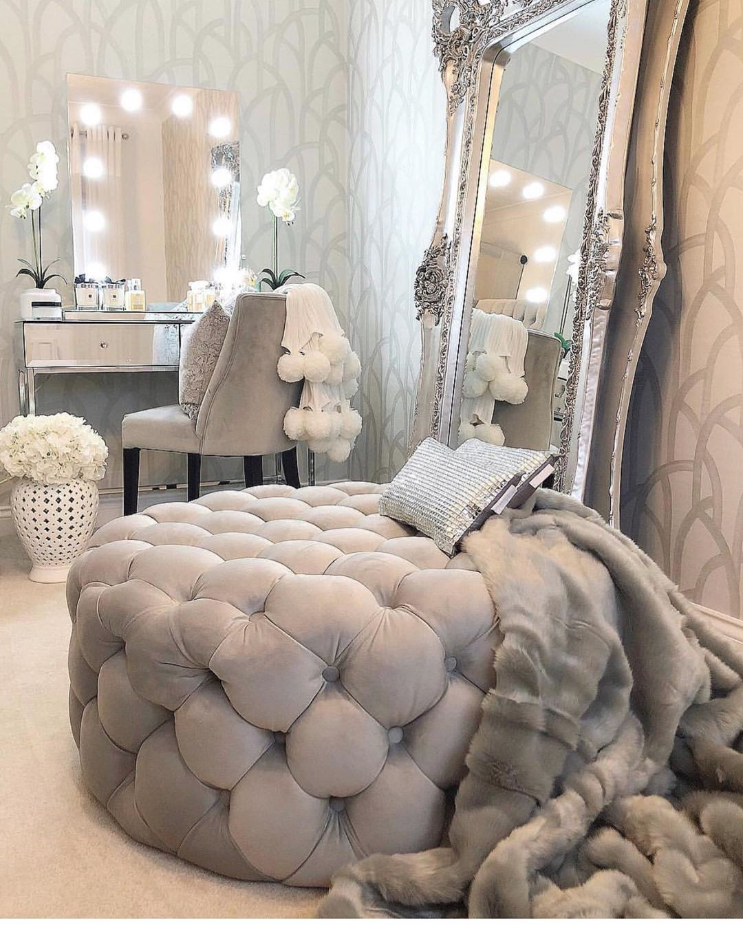 Sage On Instagram The Perfect Vanity Area Follow Glamhomedecorr For More Home Inspiration Credit Interior Design Living Room Bedroom Design Room Decor