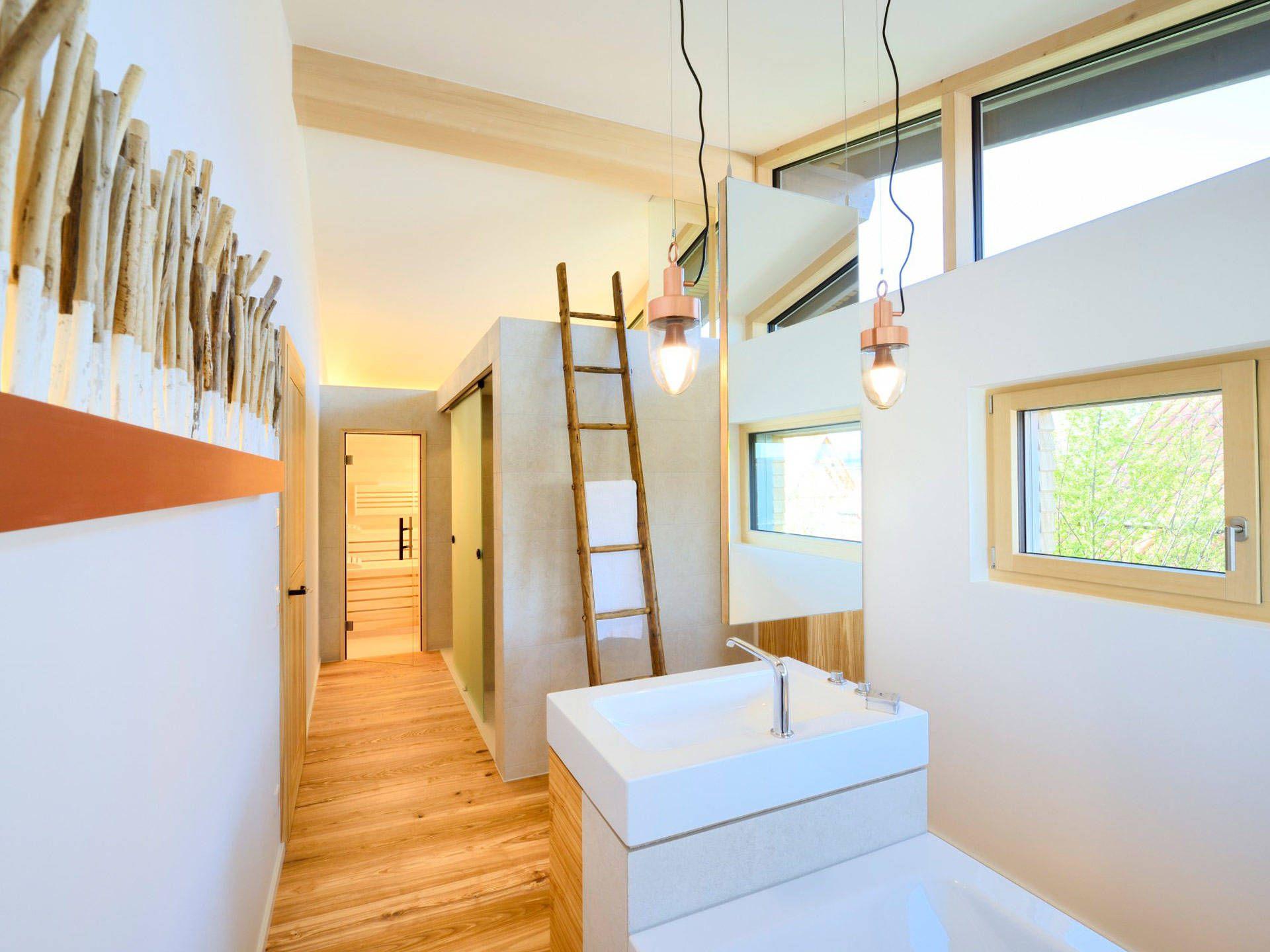 badezimmer im musterhaus alpenchic von baufritz mit traumhaus finden und. Black Bedroom Furniture Sets. Home Design Ideas