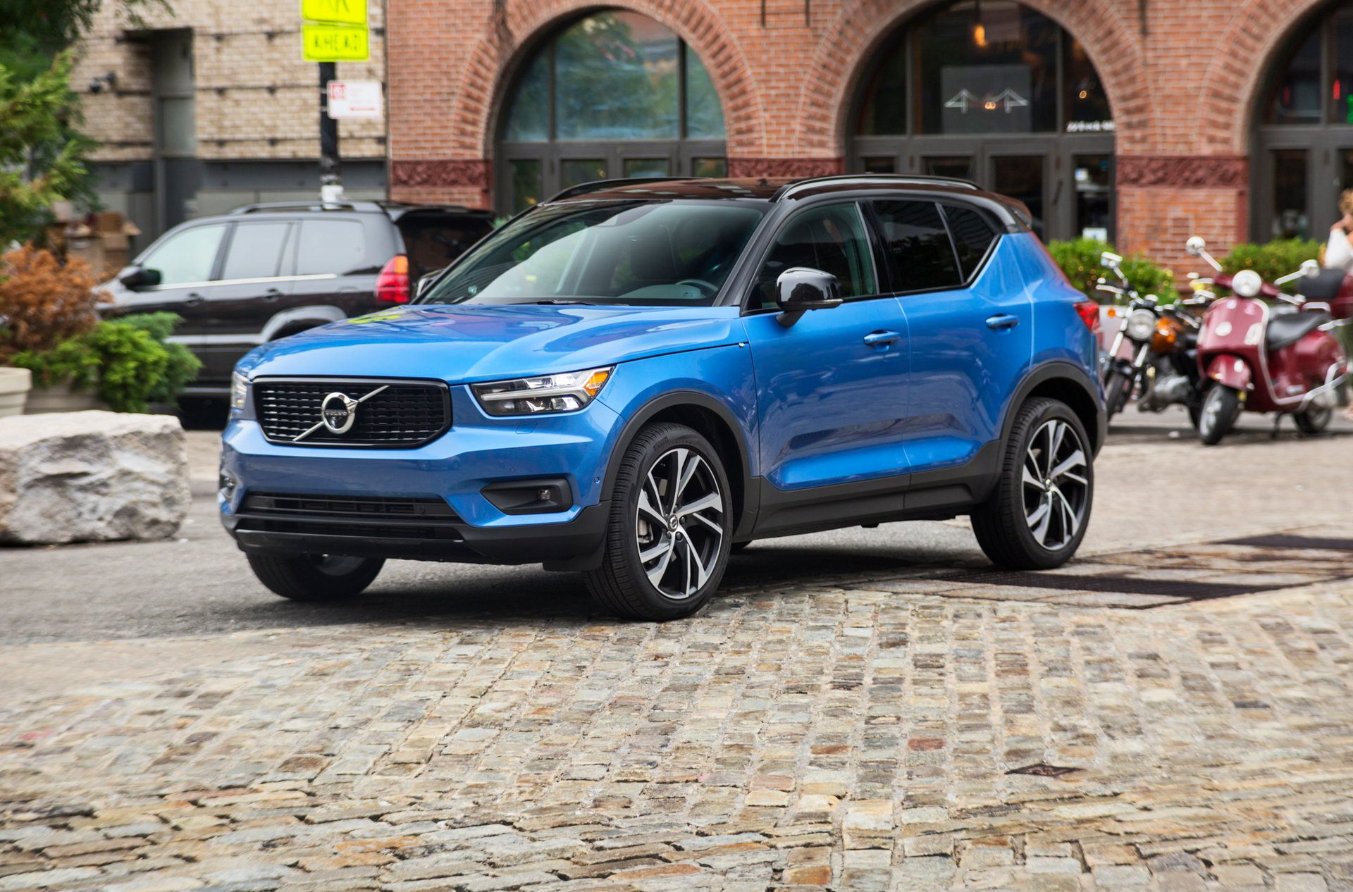 I Drove A 46 000 Volvo Xc40 T5 R Design Suv To See How It Stacks