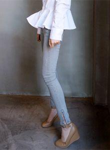 Today's Hot Pick :holic 595个性牛仔裤 http://fashionstylep.com/SFSELFAA0004339/qnfdksekdcn/out 经典款牛仔裤装,我型我秀的气场。KK经典版型,简约纯净,透着硬朗和率性味道。流畅而平整的修身线条,渗透着独有的立体效果,灵动而性感。裤腿拉链元素修饰,个性夸张,有型有范!~ -静版 -修身 -拉链 因个人身型不同,上身效果也会有所不同,请参考尺码表。