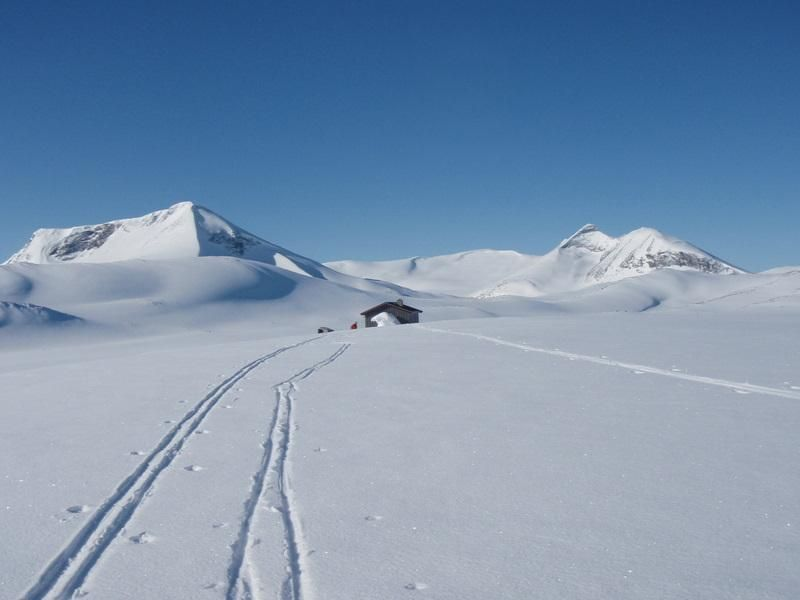 Wanna live here a couple of days? Welcome. https://www.inatur.no/hytte/50f2f055e4b097bd8c0ac804/sottjonnbu-i-breheimen-nasjonalpark-skjak-almenning | Inatur.no
