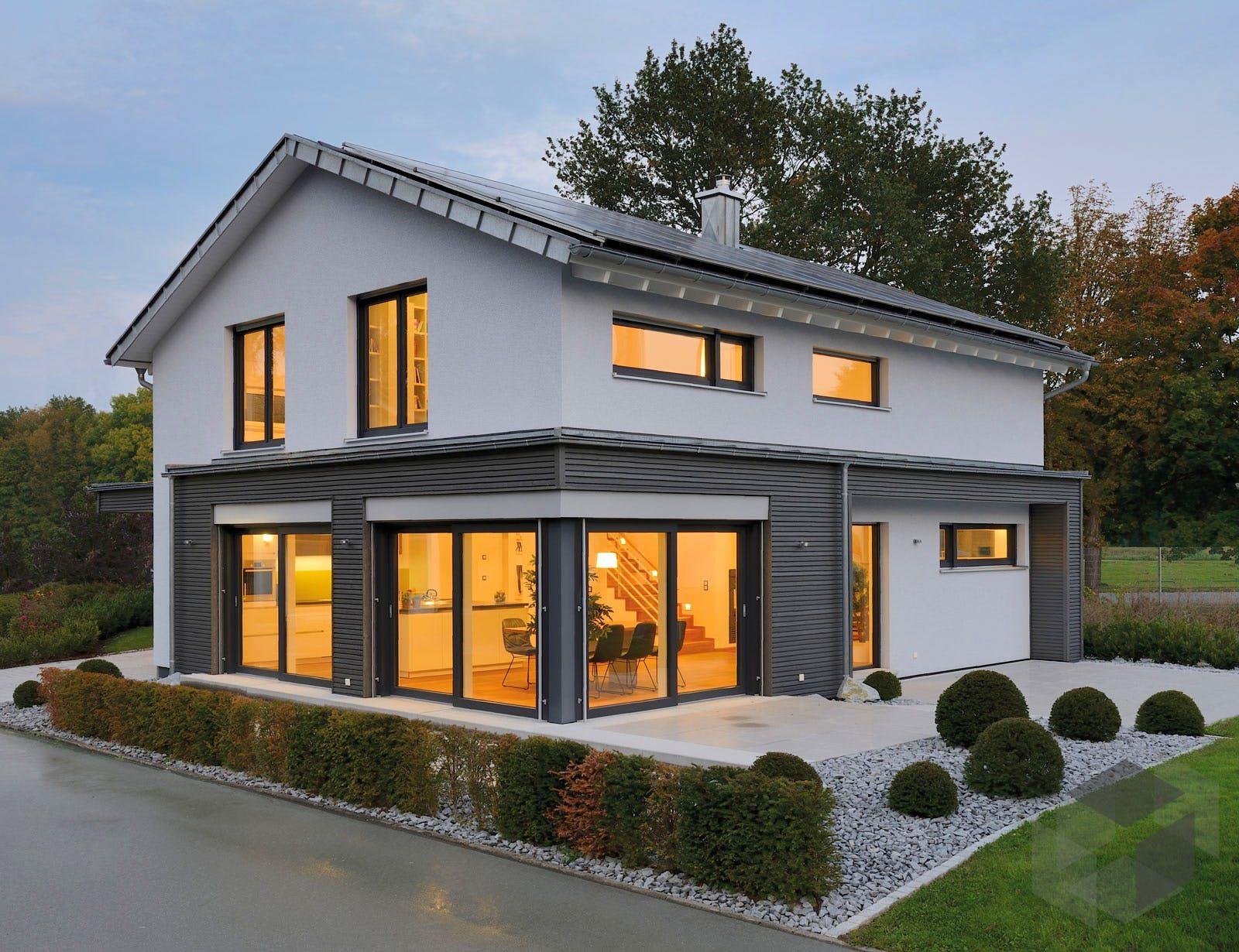 Geräumiges Einfamilienhaus 'Musterhaus ULM' von Fertighaus