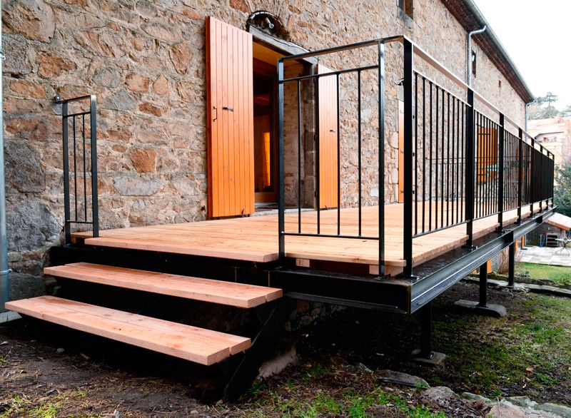 Terrasses en métal (acier) et bois, robustes, fonctionnelles et élé - terrasse sur pilotis metal