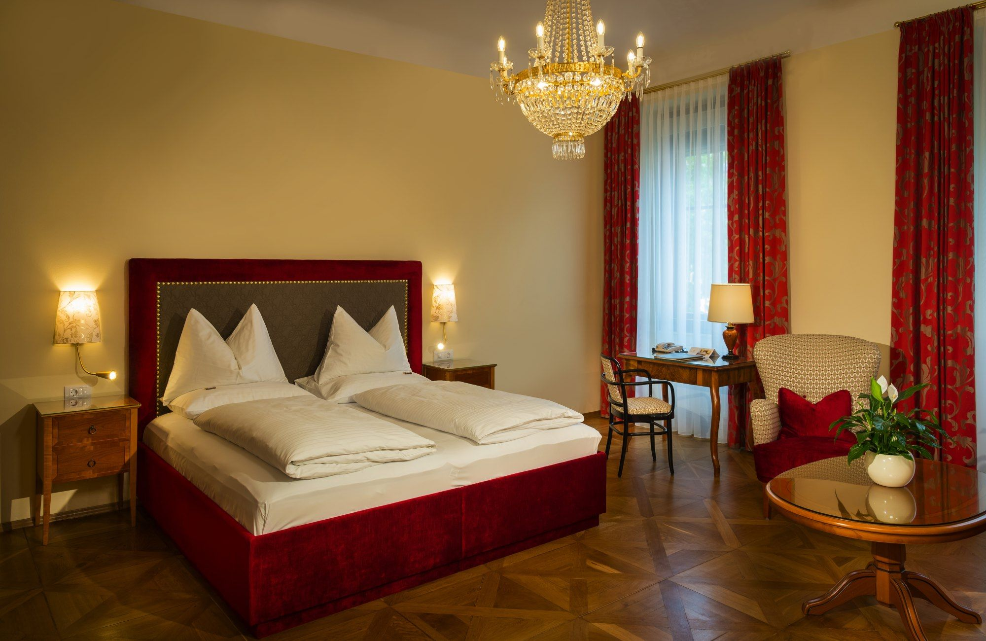 Zimmer im traditionellen stil pin by parkhotel graz on für idealen stadturlaub in graz  pinterest