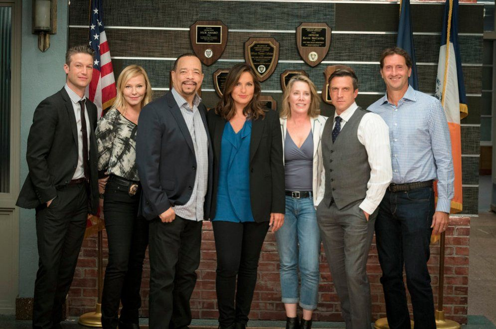 Season 18 Cast And Crew Special Victims Unit Law And Order