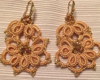 orecchini fatti a mano al chiacchierino con Swarovski e vintage seed beads